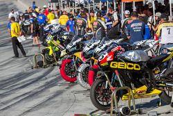Sportbikes klaar voor de kwalificatie op zaterdag