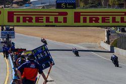 Superbikes laying down serious lap times during qualifying