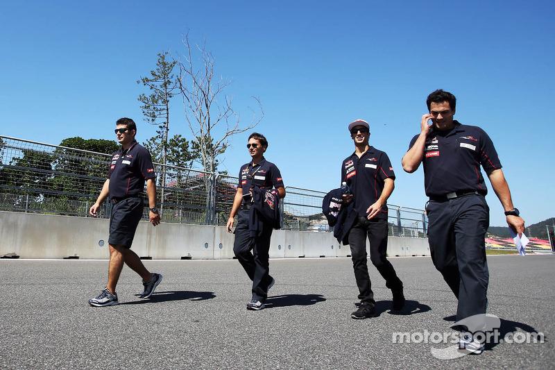 Daniel Ricciardo, Scuderia Toro Rosso loopt op het circuit
