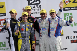 Round 25 Podium; 1e plaats Jason Plato, 2e plaats Sam Tordoff, 3e plaats Matt Neal, Independent Winn