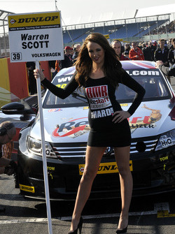 Une gridgirl Team BMR Restart Racing