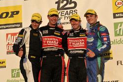 Round 27 Podium; 1e plaats Gordon Shedden, 2e plaats Aron Smith, 3e plaats Matt Neal, JST Winnaar Le