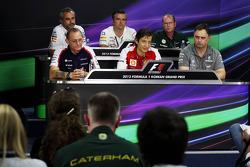 FIA basın toplantısı: Beat Zehnder, Sauber F1 Takım Menajeri; Andy Stevenson, Sahara Force India F1