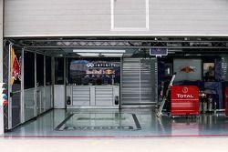Box del equipo Red Bull Racing para Mark Webber