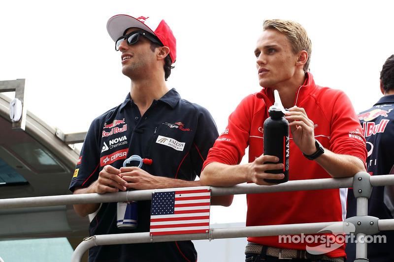 (L naar R): Daniel Ricciardo, Scuderia Toro Rosso en Max Chilton, Marussia F1 Team bij de rijderspar