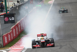 Sergio Perez, McLaren MP4-28 locks up, turn 1