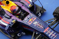 Yarış galibi Sebastian Vettel, Red Bull Racing RB9 kapalı park