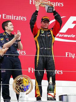 Kimi Raikkonen, Lotus F1 Team 2.liğini kutluyor, Podyum