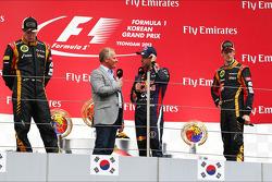 Yarış galibi Sebastian Vettel, 2. Kimi Raikkonen, 3. Romain Grosjean