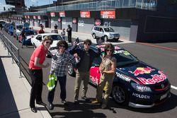 Red Bull Racing Australia pilotos viajam em comboio to Bathurst com fãs