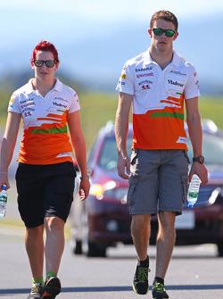 Paul di Resta, Sahara Force India F1 walks the circuit with the team