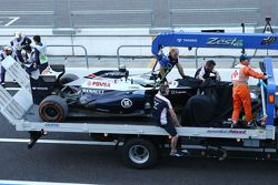 Williams FW35, Pastor Maldonado, Williams is recovered back to pit stop, back, a tırı after kazaing