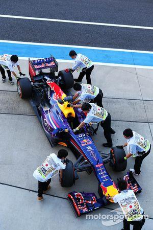 Red Bull Racing RB9, Sebastian Vettel, Red Bull Racing scrutineering
