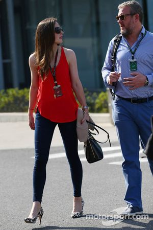 Laura Jordan, novia de Paul di Resta, del equipo Sahara Force India F1, con Richard Goddard, entrena