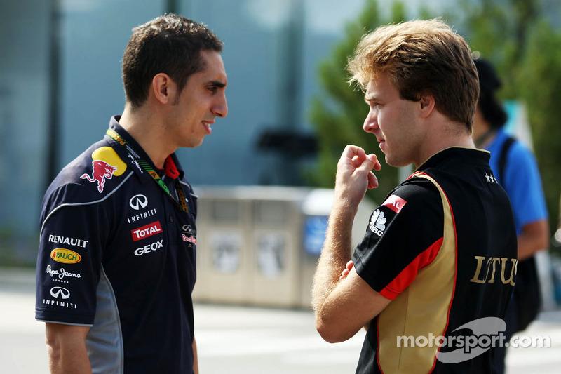 (L naar R): Sebastien Buemi, Red Bull Racing en Scuderia Toro Rosso Reserve Driver met Davide Valsec