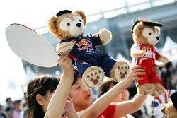 Red Bull Racing ve Ferrari mascots