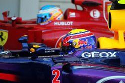 Pole: Mark Webber, Red Bull Racing RB9 ve Fernando Alonso, Ferrari F138 kapalı park