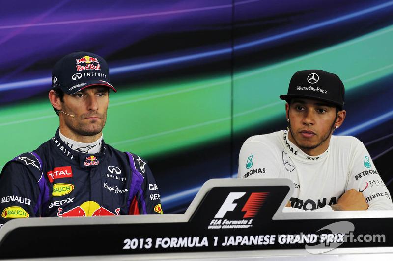 (L naar R): polesitter Mark Webber, Red Bull Racing met Lewis Hamilton, Mercedes AMG F1 bij de FIA-p