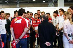FIA-Präsident Jean Todt und die Fahrer bei einer Schweigeminute für Maria De Villota