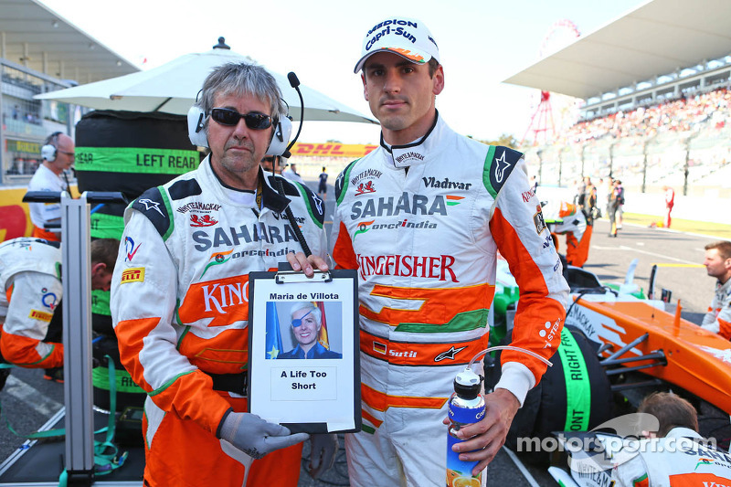 Adrian Sutil, Sahara Force India F1 and Neil Dickie, Sahara Force India F1 Team with a tribute to Maria De Villota on the grid