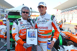 Adrian Sutil, Sahara Force India F1 y Neil Dickie, Sahara Force India F1 Team, hacen un tributo a Ma