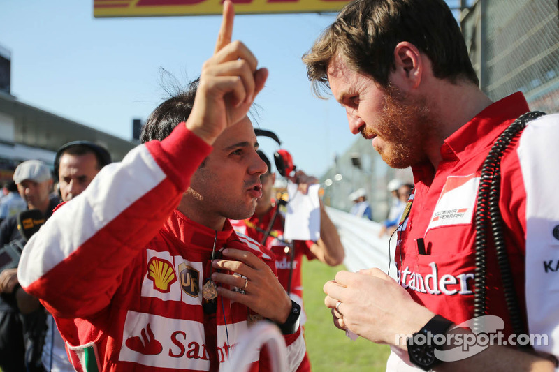 (L naar R): Felipe Massa, Ferrari met Rob Smedley, Ferrari Race Engineer op de grid