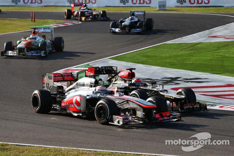 Jenson Button, McLaren MP4-28 y Kimi Raikkonen, Lotus F1 E21 batalla por la posición