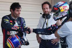 Yarış galibi Sebastian Vettel, Red Bull Racing takım arkadaşı Mark Webber, Red Bull Racing kapalı pa