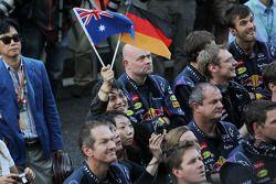 Red Bull Racing kutlama yapıyor, Podyum