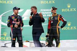 (Soldan-Sağa): Yarış galibi Sebastian Vettel, Red Bull Racing, Podyum ve Eddie Jordan, BBC TV sunucu