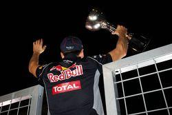 Yarış galibi Sebastian Vettel, Red Bull Racing kutlama yapıyor ve crowd after race