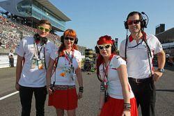Sasha Cheglakov, Anya Cheglakov, et Marc Hynes, Marussia F1 Team