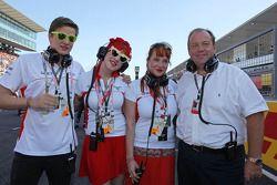 Sasha Cheglakov, Anya Cheglakov et Grahame Chilton