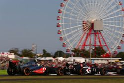 Sergio Perez, McLaren MP4-28 ve Esteban Gutierrez, Sauber C32