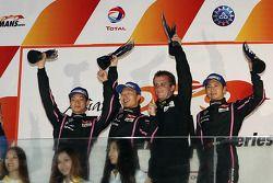 LM P2 Pódio: vencedores Ho-Pin Tung, David Cheng, Shaun Thong, segunda colocação James Winslow, Gary