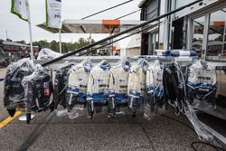 membro da equipe suits at Dyson Racing