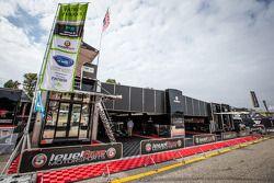 Level 5 Motorsports área de paddock