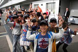 Schoolkinderen bezoeken het circuit