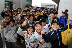 Des écoliers visitent le circuit
