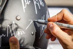 Nicolas Prost assina autographs