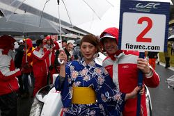 Tom Kristensen com a grid girl