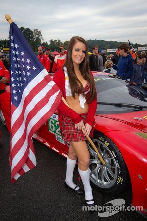 Risi Competizione flag girl