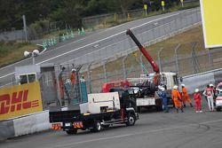 De gecrashte #2 Audi Sport Team Joest Audi R18 e-tron quattro: Tom Kristensen, Allan McNish, Loic Duval