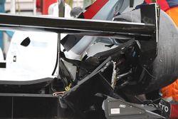 De gecrashte #2 Audi Sport Team Joest Audi R18 e-tron quattro: Tom Kristensen, Allan McNish, Loic Du