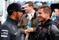 Lewis Hamilton, Mercedes AMG F1; Felix Baumgartner, Red Bull