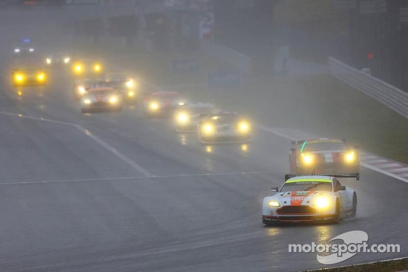 #97 Aston Martin Racing Aston Martin Vantage V8: Darren Turner, Stefan Mücke, Frederic Makowiecki