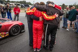 Henrique Cisneros, Eduardo Cisneros, Ramez Wahab en NGT Motorsport teamleden have a moment of reflex