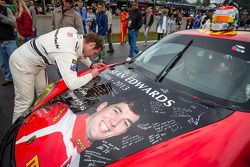 Cooper MacNeil assina o # 30 NGT Motorsport Porsche 911 GT3 Cup com o Sean Edwards