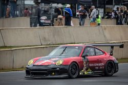 #30 NGT Motorsport Porsche 911 GT3 Cup com pintura em memória a Sean Edwards, dá uma volta simbólica