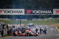 #12 Rebellion Racing Lola B12/60 Toyota: Ник Хайдфельд, Нил Джани, Николя Прост едет впереди на установочном круге